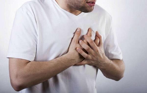 Đau ngực cũng có thể là biểu hiện ung thư thực quản
